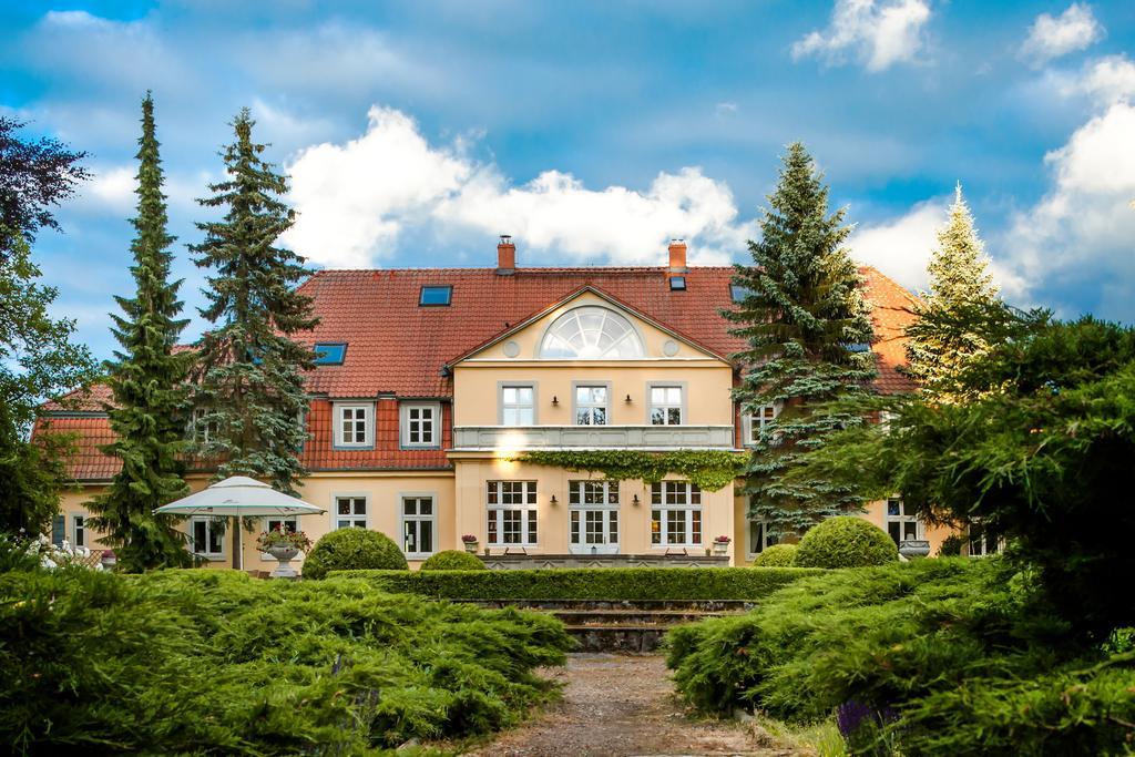 Pałac w Prusewie - widok od strony ogrodu.