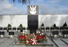 Pomnik poległych żołnierzy w 1939 r. na cmentarzu w Woli Cyrusowej