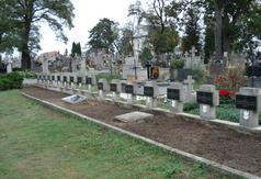Kwatera żołnierzy poległych we wrześniu 1939 r. na cmentarzu rzymsko-katolickim w Dmosinie.