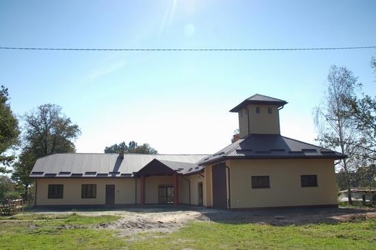 Budynek świetlicy wiejskiej w Łazorach po rozbudowie