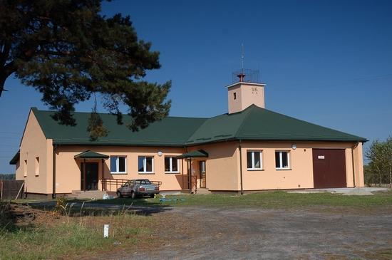 Budynek świetlicy wiejskiej w miejscowości Gózd po rozbudowie.
