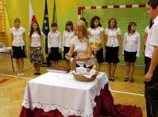 W dniu 4 listopada 2008r. w Hucie Krzeszowskiej odbyła się uroczystość oddania do użytku Publicznego