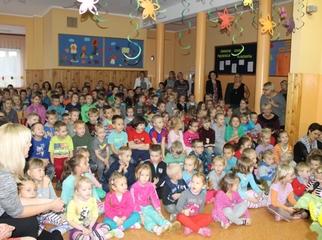 Spotkanie uczniów w Szkole Podstawowej im. Ignacego Krasickiego w Świętajnie dotyczące obowiązku pos