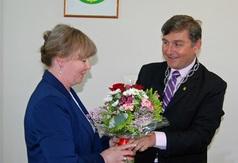 Tuż po głosowaniu Wójt Stanisław Połom i Skarbnik Gminy Elżbieta Sadowska otrzymali wiązanki