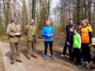 Kilkadziesiąt osób w sobotę, 9 kwietnia aktywnie uczestniczyło w oficjalnym otwarciu 4 tras biegowych