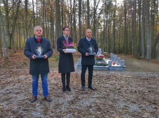 Pierwszy listopada to dzień, w którym cmentarze takie jak ten w Lesie Szpęgawskim nabierają szczegól