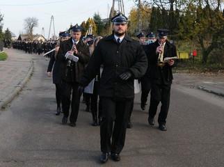 Po raz 20. w Suminie zorganizowano strażackie Zaduszki. Uroczystym przemarszem ulicami wsi i mszą brać