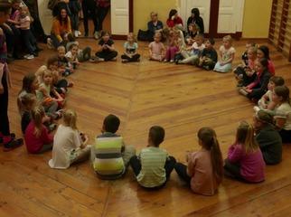 """Za nami pierwsze zajęcia taneczne """"Zumba Kids"""" dla dzieci. Najmłodsi mieszkańcy naszej Gminy pod o"""