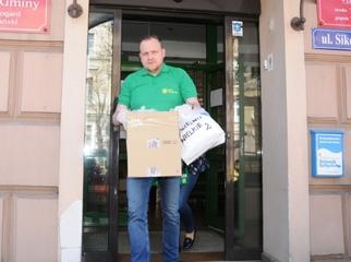 Z inicjatywy Wójta Gminy Magdaleny Forc-Cherek oraz Radnych Gminy zakupiono 2 tys. maseczek chirurgiczny