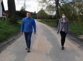 Mieszkańcy Rokocina i Starego Lasu mogą korzystać już ze zmodernizowanych dróg. Niebawem dołączy d
