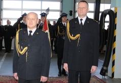 St. Bryg. Dariusza Śmiechowskiego (z lewej) zastąpi mł. bryg. Tomasz Wardyn (z prawej).
