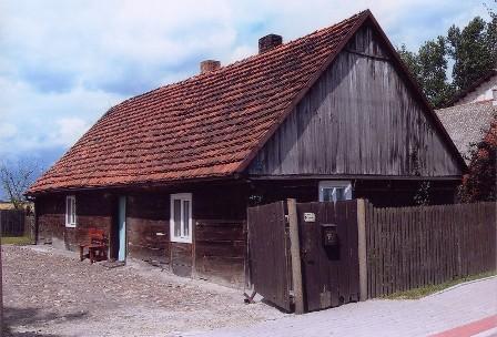 Dom drewniany o konstrukcji sumikowo - łątkowej.