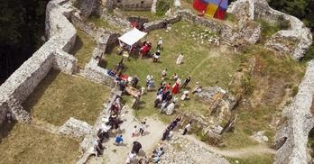 dziedziniec zamku lenno