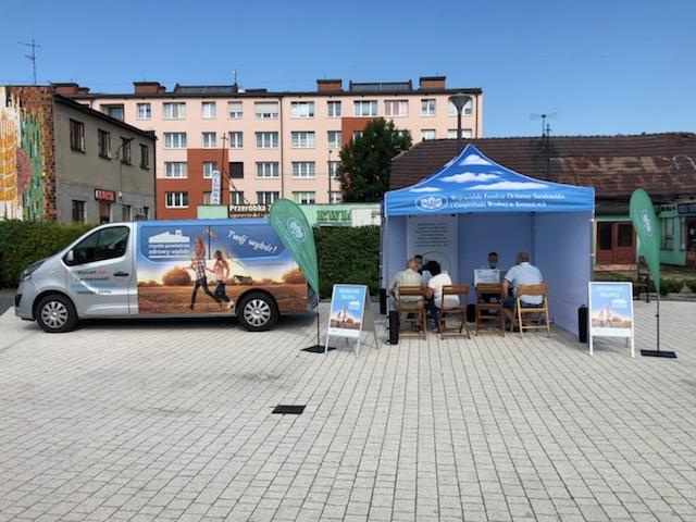 Zdjęcie przedstawia mobilne biuro programu czyste powietrze