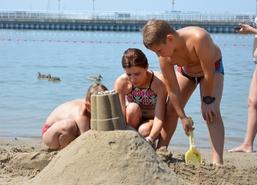 Niedziela na Plaży, 22 lipca 2018 r.: Konkurs na Najpiękniejszą Budowlę z Piasku oraz Turniej Piłki