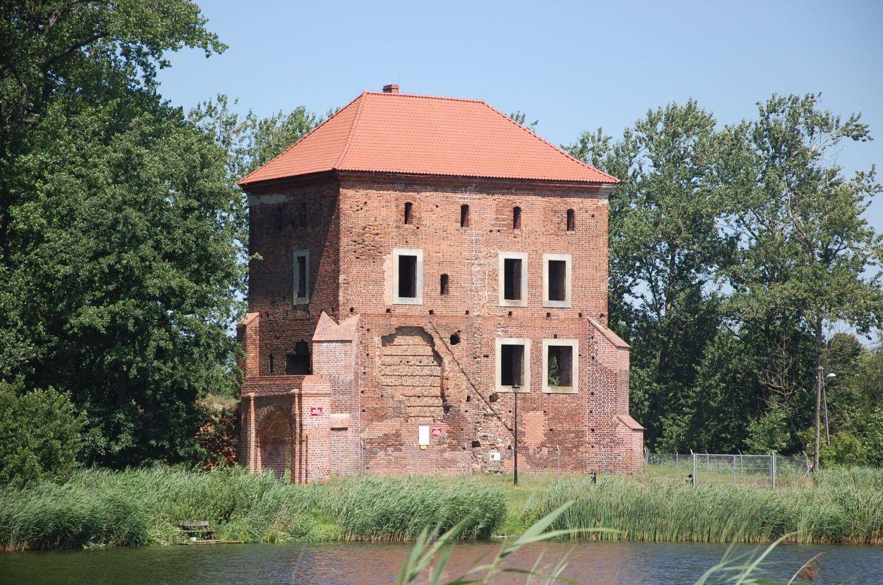 zamek_golanczjpg [1250x829]