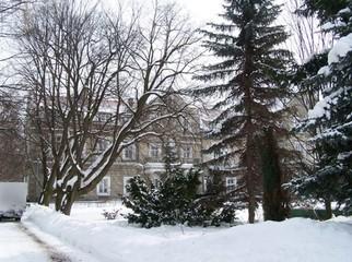 """Sanatorium Uzdrowiskowe """"Bajka"""" mieści się w zabytkowym pałacu książąt Ponińskich. Posiada w p"""