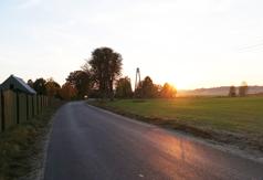 Do połowy września powstaną kolejne metry drogi z Osowa do Zamościa.