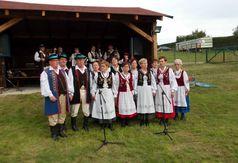 Występ Zespołu Folklorystycznego Kaszuby z Karsina i Wiela. (link otworzy duże zdjęcie)