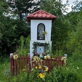 Kapliczka w miejscowości Benenard
