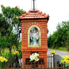 Kapliczka przy trasie 8. w miejscowości Krze Duże