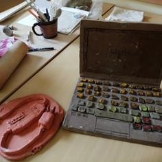 Pracownia garncarska w szkole w Radziejowicach (link otworzy duże zdjęcie)
