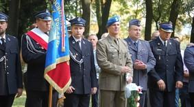 obelisk_poczalkowo_42_990.jpg