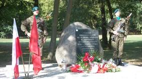 obelisk_poczalkowo_92_990.jpg