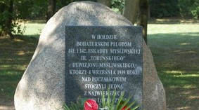 obelisk_poczalkowo_93_990.jpg