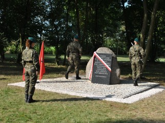 obelisk_poczalkowo_01_990.jpg