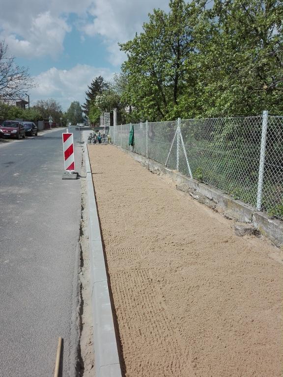 widok w trakcie wykonywania konstrukcji chodnika