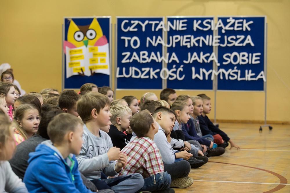 Akcja Dorośli czytają dzieciom w SP2 we Władysławowie (link otworzy duże zdjęcie)