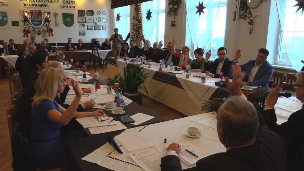 Głosowanie nad uchwałą budżetową na rok 2017 podczas Sesji Rady Miejskiej Władysławowa (link otwor