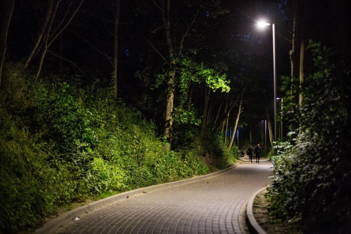 Nowe lampy na wejściu na plażę nr 12 w Chłapowie (link otworzy duże zdjęcie)