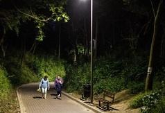 Nowe lampy na wejściu na plażę nr 12 w Chłapowie
