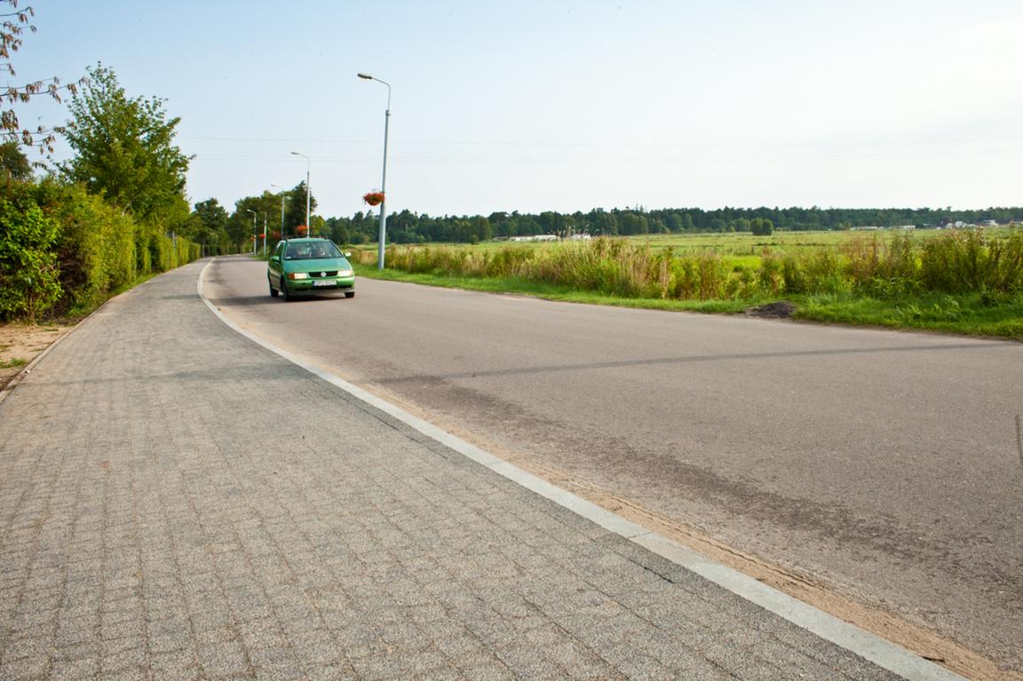 Chodnik przy ul. Plażowej w Ostrowie w nowym wydaniu (link otworzy duże zdjęcie)