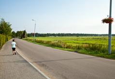 Chodnik przy ul. Plażowej w Ostrowie w nowym wydaniu