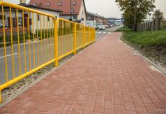 Nowy chodnik, pochylnia i dojście do przejścia kolejowego przy ul. Hryniewieckiego we Władysławowie
