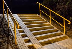 Chodnik, schody i oświetlenie połączyły ul. Wewnętrzną z al. Niepodległości
