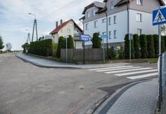 Zabytkowa w Ostrowie z nowym chodnikiem