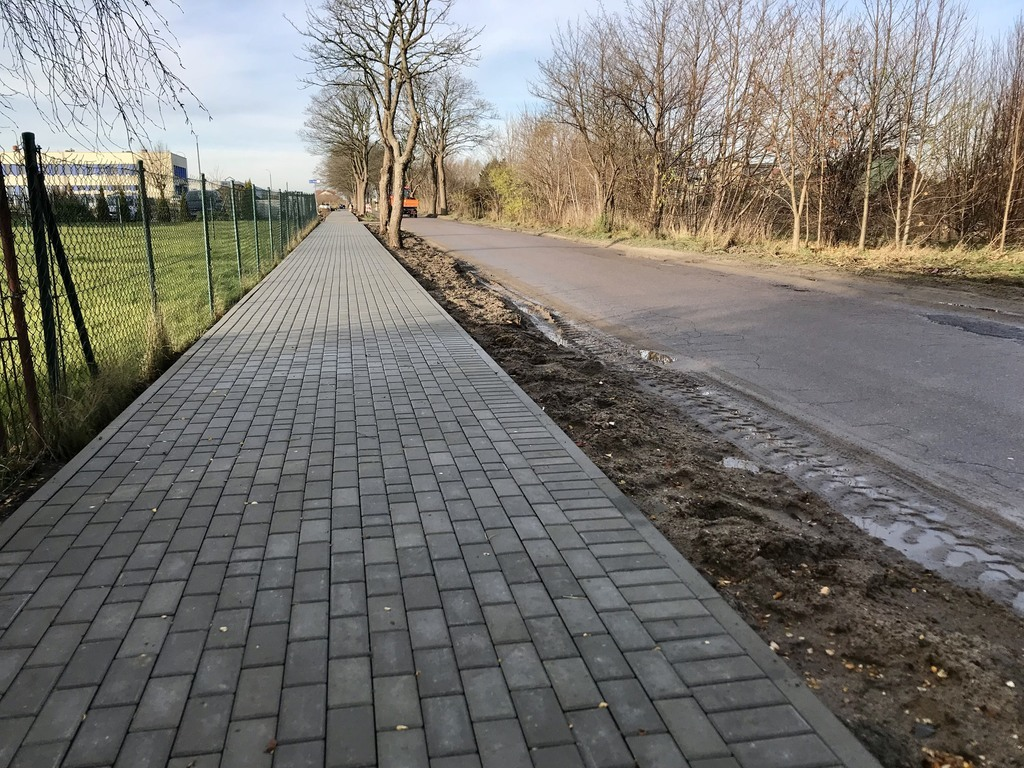 Trwa budowa chodnika i oświetlenia przy Drodze Chłapowskiej we Władysławowie - 23 listopada 2017 (lin