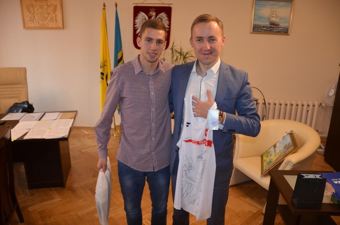 Tomasz Grycko z Burmistrzem Władysławowa Romanem Kużel (link otworzy duże zdjęcie)