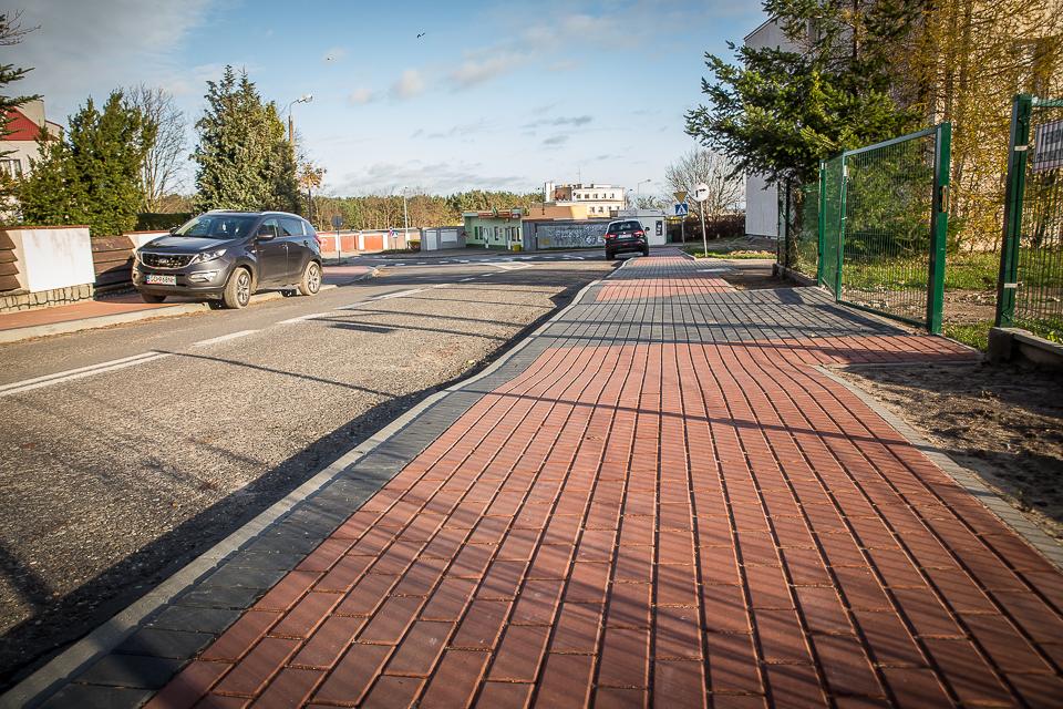 Nowy chodnik połączył ul. Rybacką i Abrahama (link otworzy duże zdjęcie)