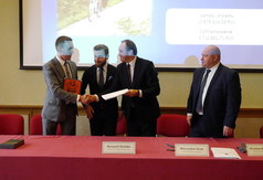 Podpisanie umowy o dofinansowanie projektu budowy ścieżek rowerowych (źródło: kaszuby24.pl)