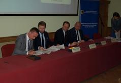 Podpisanie umowy o dofinansowanie projektu budowy ścieżek rowerowych (źródło: pomorskie.eu)