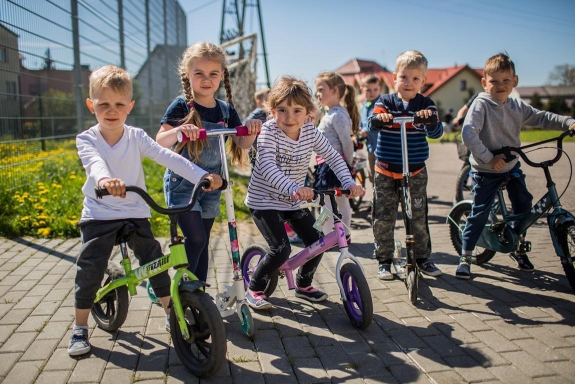 Rowerowy Maj wystartował w SP w Chłapowie (link otworzy duże zdjęcie)
