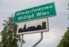 Tablice z kaszubskimi nazwami miejscowości stanęły na terenie gminy