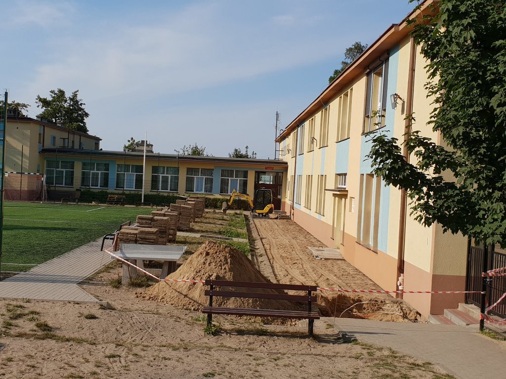 Szkoła Podstawowa w Jastrzębiej Górze (link otworzy duże zdjęcie)