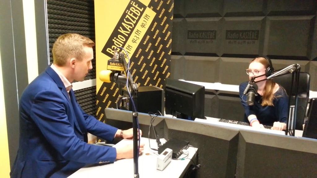Burmistrz Roman Kużel w Radio Kaszebe (link otworzy duże zdjęcie)