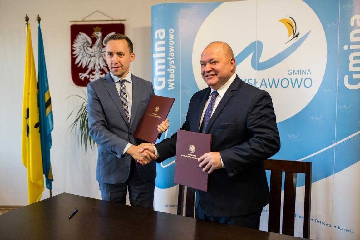Burmistrz podpisał umowę na utworzenie Publicznego Przedszkola (link otworzy duże zdjęcie)